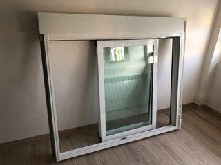 Ventana aluminio blanco con persiana incorporada