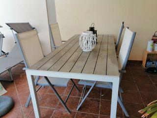 mesa y sillones de terraza