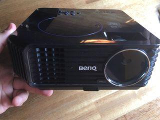 Proyector Benq, incluye funda y cables