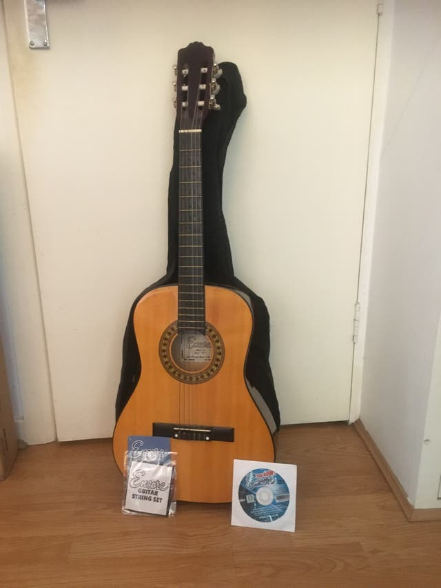 Guitar with string set, black case and DVD video
