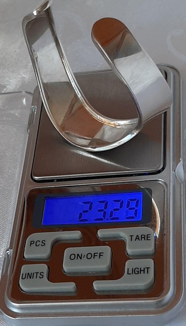 Brazalete de plata maciza 925 pesa 23.28 gramos.