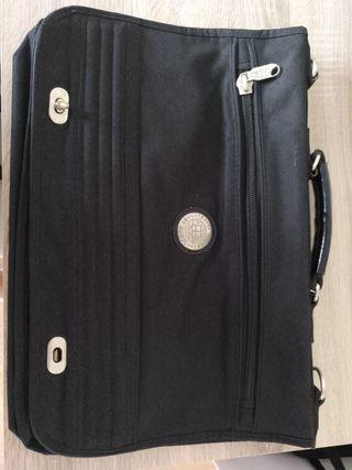 Maletín portadocumentos negro Gabol