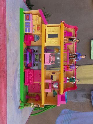 MY HAPPY FAMILY (casita de muñecos)