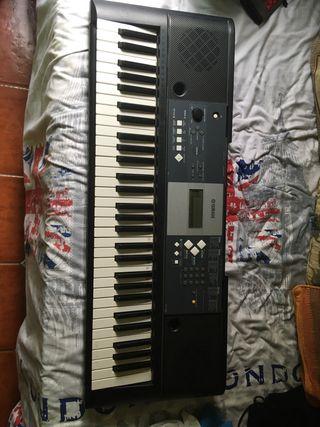 Piano YAMAHA seminuevo