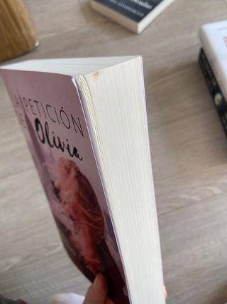 Libro; la petición de Olivia de Abril Camino
