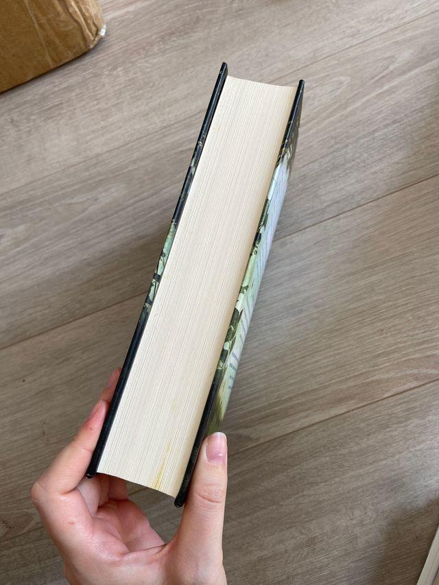 Libro; Madera de savia azul