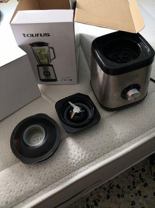 Licuadora Taurus de 1000 w. sin vaso..tal cual.