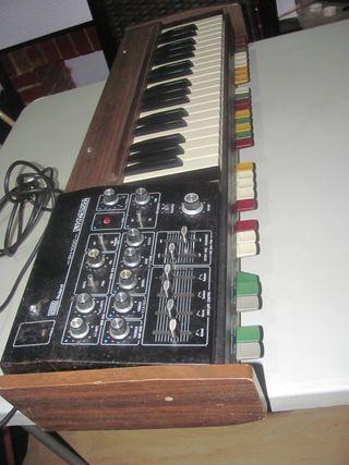 Sintetizador analógico Roland SH-1000