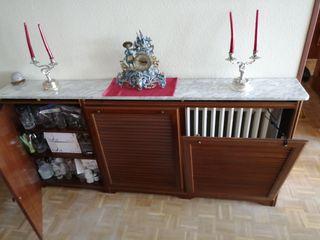 Cubre radiador con repisa de marmol y estantería