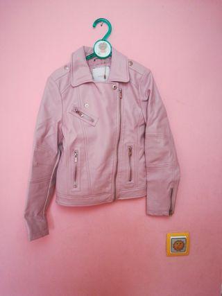 Cazadora de cuero rosa