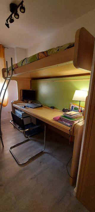 Litera abatible con dos camas y escritorio