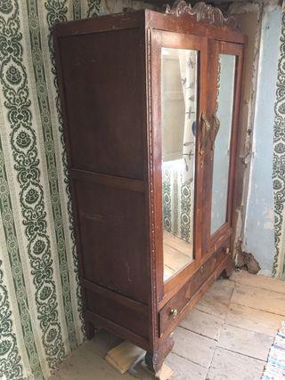 Armario dos puertas muy antiguo
