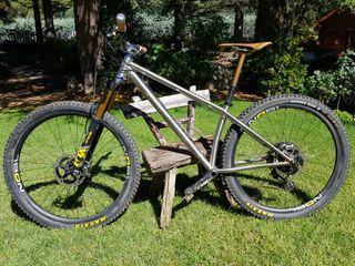Bicicleta Montaña Jerónimo.Titanio,componentes top
