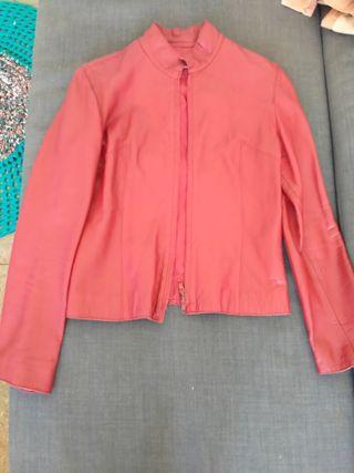 chaqueta de piel roja