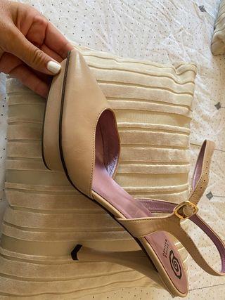 Zapatos de fiesta o evento color nude