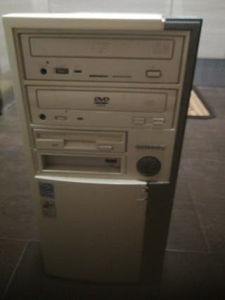 TORRE PC CON WINDOWS XP, LECTOR DVD Y GRABADORA