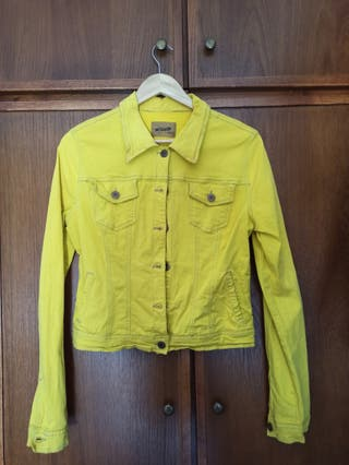 chaqueta vaquera amarilla