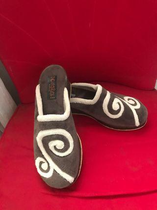 Zapatillas de casa Costa nuevas