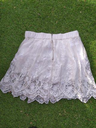 Falda Zara blanca de encaje