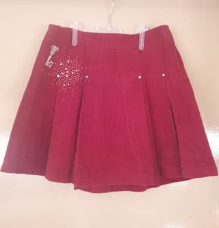 Falda de pana roja de Zara.