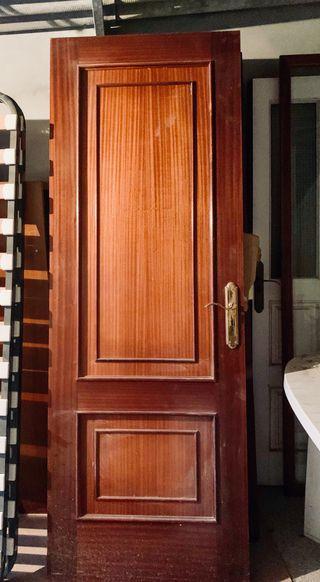Puertas de madera de sapelly