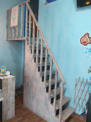 escalera de madera vintage