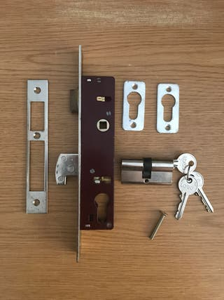 Cerradura puerta metálica CVL