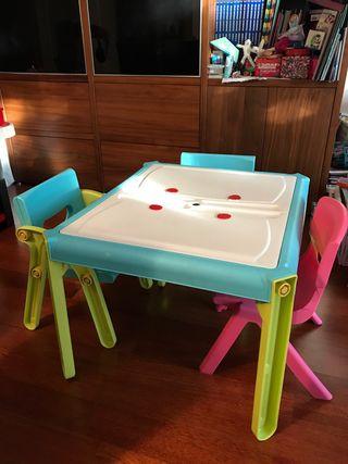 Mesa infantil con 3 sillas