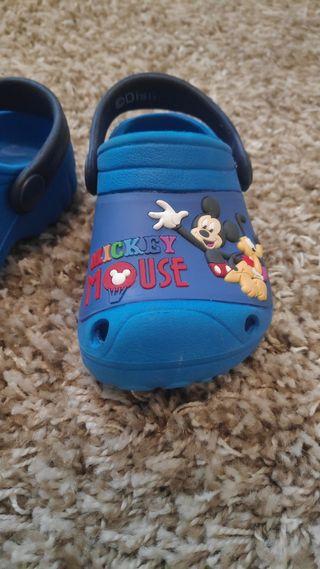 Zapatillas Disney tipo crocs Talla 19