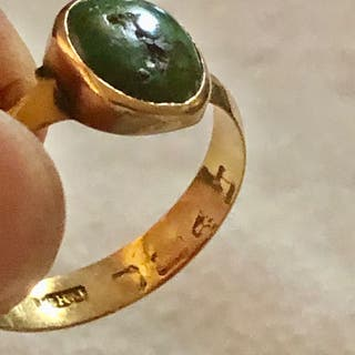 Antique Solid Yellow Gold Green Stone Ring Size P