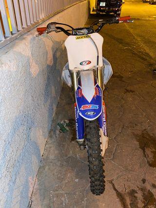 Moto cross Honda cfr 450 r