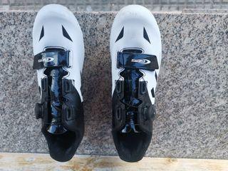 Zapatillas y pedales automáticos. Talla 43.