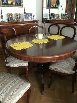 Comedor isabelino (mesa y 8 sillas)