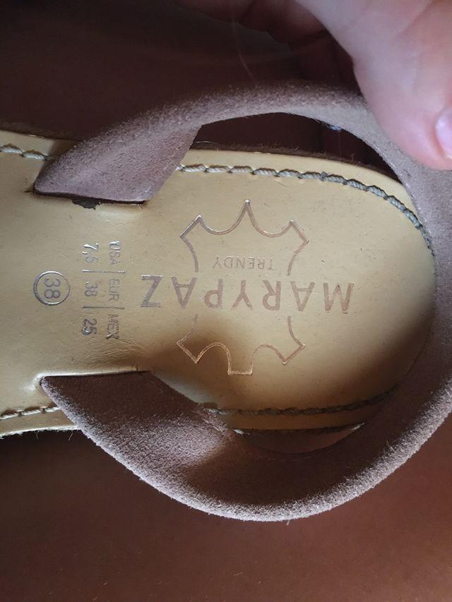 Sandalias de piel con plataforma.