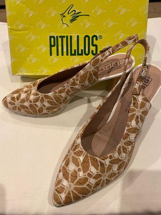 Zapatos de tacón estampado de Pitillos