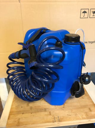 Soporte alcachofa ducha camper garrafa azul