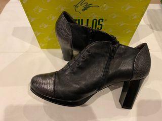 Zapatos de tacón botines negros de Pitillos