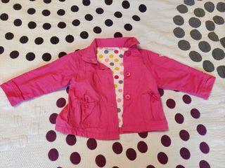 gabardina rosa, marca bambolina, 18 meses