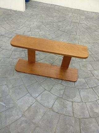 estantería de madera maciza