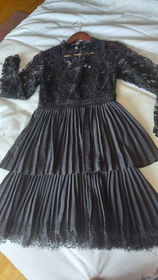 Vestido negro Zara encaje.