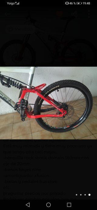 bicicleta de descenso en perfecto estado