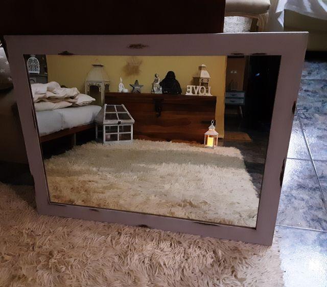 Espejo de madera antiguo Restaurado efecto decapé.