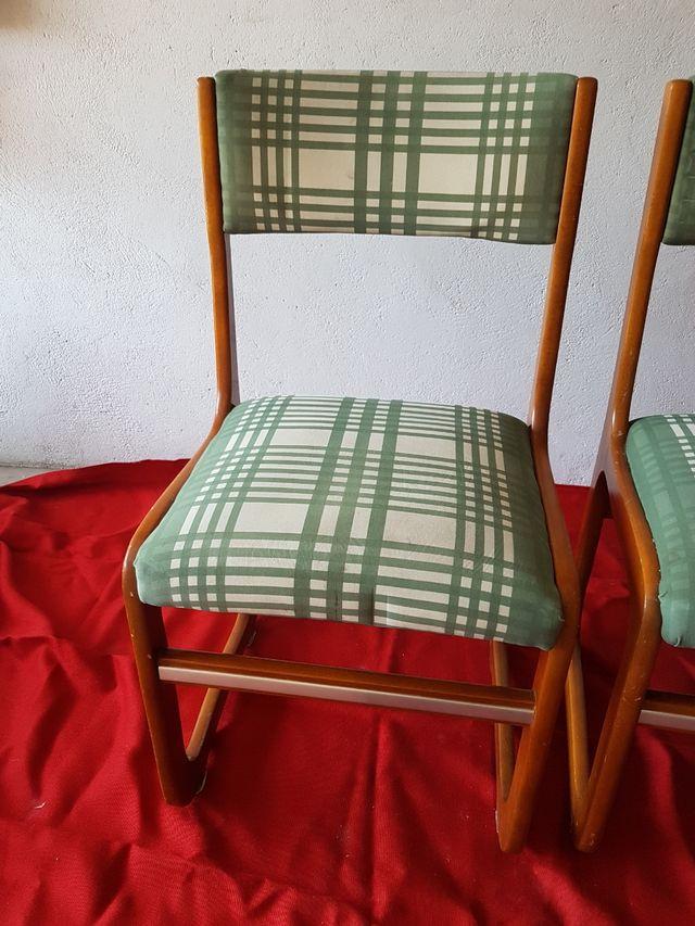 4 sillas (las 4 por 35)