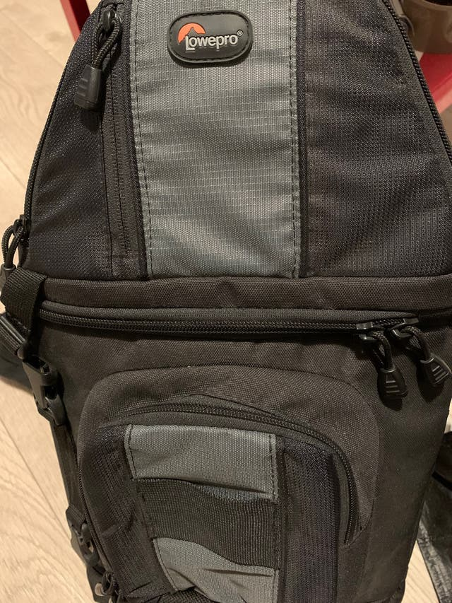 Bolsa para cámara reflex Lowepro Slingshot 102w