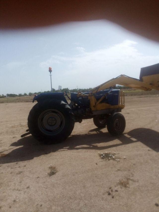tractor con pala Toledo