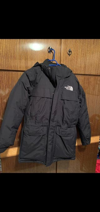 Abrigo North Face negro prácticamente nuevo.