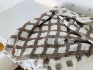 Bufanda Zara cuadros blanca y beige