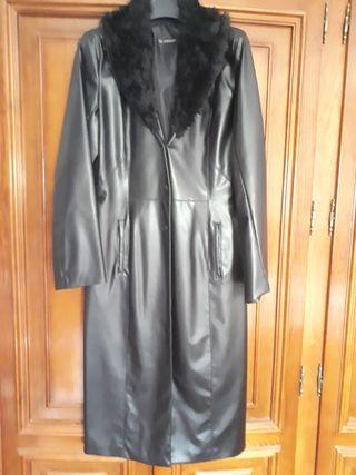 Abrigo largo en piel sintética de Aerostato.