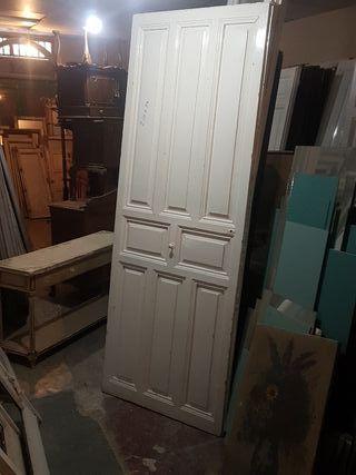puerta antigua sin restaurar antigua