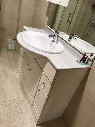Muebles de baño y espejo